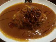 とんこつスープで作るトロ肉入りカレーが旨い!大阪・谷四「まんねんカレー」