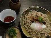 大阪のおすすめ蕎麦店「縁」で月見蕎麦と和牛肉吸い蕎麦を堪能