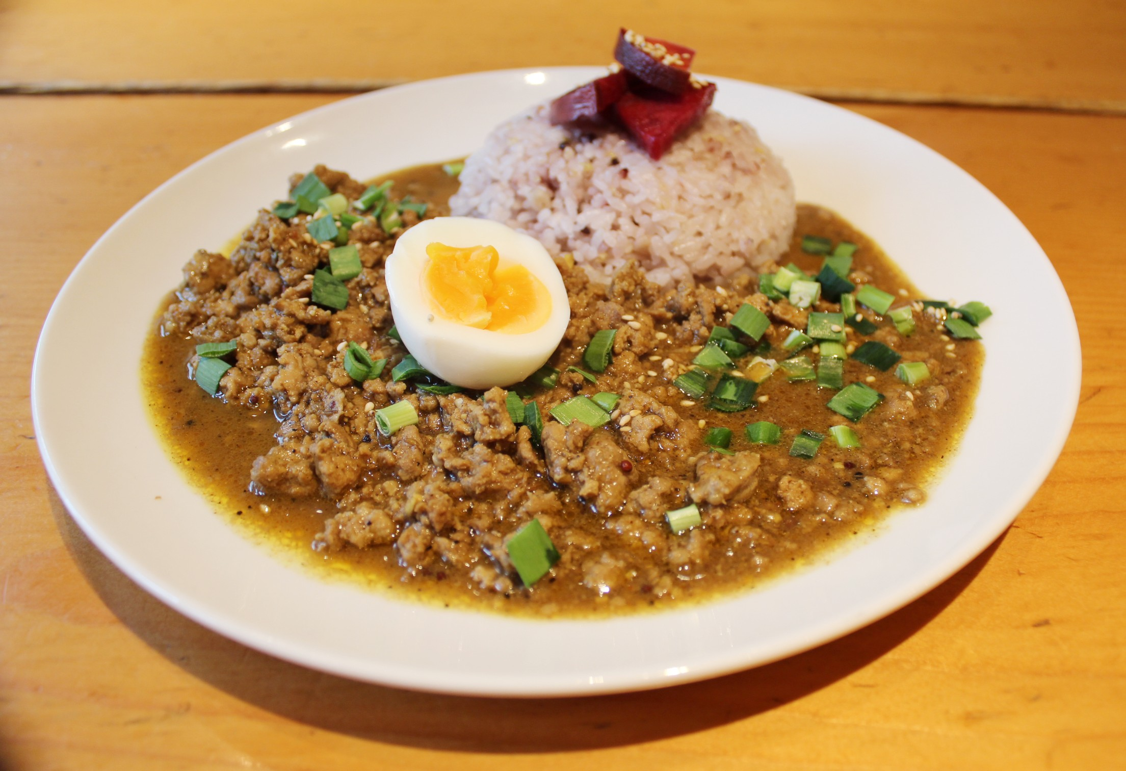 三鷹「ユーカリ食堂」のスパイシーカレー定食