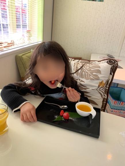 子供食べ姿