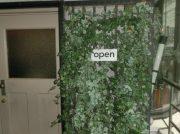 【渋谷】優しい花柄のハンカチやヨーロッパのスカーフ「花とギター」-雑貨と小物の店
