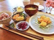 【NEW OPEN】赤い扉が目印!ランチ・カフェ、テイクアウトもOK「DELI CAFE Ai」