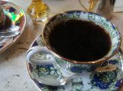レトロな煉瓦造りの喫茶店、大阪・谷四「喫茶モナコ」で大人の休息