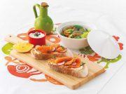 サーモンのスモーブロー アサリとスナップエンドウの温サラダ