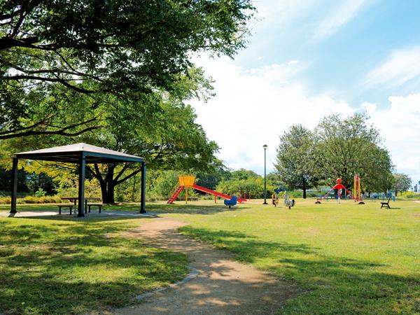 川 駅 石手 公園 石手川ダム付近の「くつろぎ公園」。無料でキャンプしている人もいます。