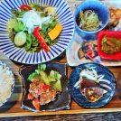 野菜不足解消!「青空食堂 久万の台店」の個室で一汁六菜定食