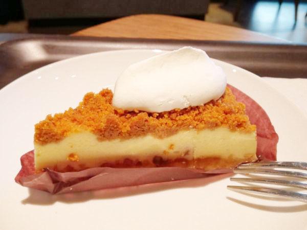 【スタバ】好きなモノ全部のせがたまらない!ナッツ&キャラメルチーズケーキ