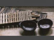 樹齢数百年の栗の木を器やレリーフに。浦口護さんの個展は6月4日まで