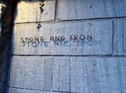 お洒落です!小樽の石蔵を改装したカフェバー&ホステル【石と鉄】