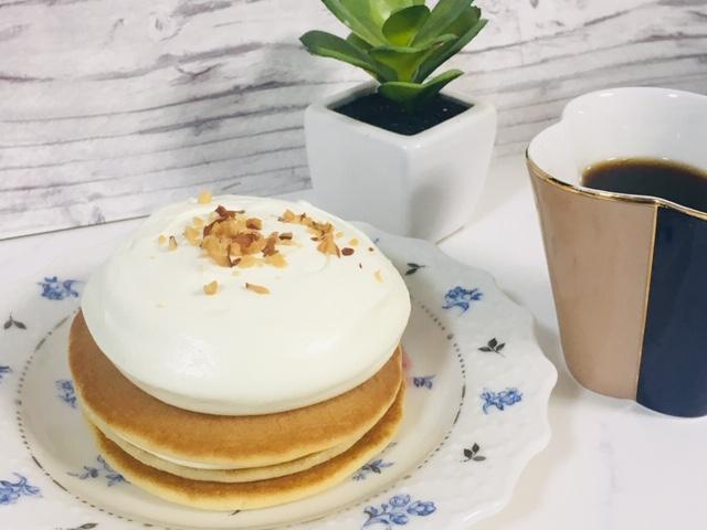 【ローソン】クリームたっぷり~!「チーズクリームのパンケーキ」がうまいっ。