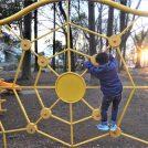 「三輪野山近隣公園」でアスレチック体験!すべり台の練習、そして蜘蛛になる。