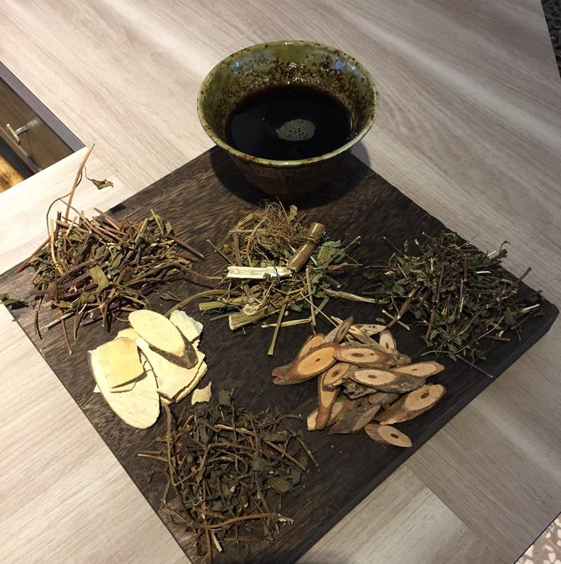 台北・台湾ハーブティー店「老濟安」薬草茶イメージ
