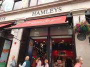 【ロンドン観光】日本にも上陸!イギリス最大&最古のおもちゃ屋さん『Hamleys(ハムリーズ)』!!