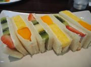 """みずみずしい果物ぎっしり!河内長野「ツルザワ」の""""フルーツサンド"""""""