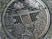 【マンホールさんぽ】巨大建造物と花のコラボ〈高知県土佐町〉