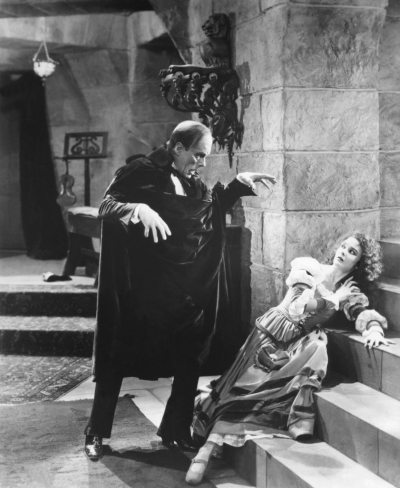 Lon Chaney and Mary Philbis / The Phantom of the Opera / 1925 directed by Rupert Julian and Lon Chaney [Universal Pictures]