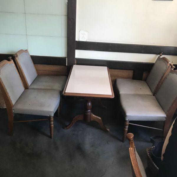 わかくさ珈琲店内テーブル席
