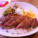 【小樽駅近】8割がオーダーするステーキ丼!クレープも美味「カフェ バール」