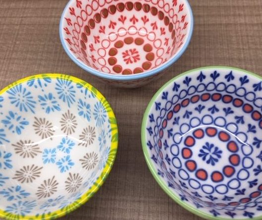 【セリア】普段の食卓をおしゃれに♡和洋中何でも合う東欧柄食器が可愛い!