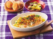 鮭とポテトのオーブンパン粉焼き いろいろきのこのピクルスカレー風味