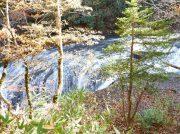 札幌中心部から車で約60分! 美しい紅葉と神秘的な滝がある恵庭渓谷
