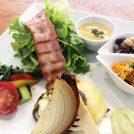 新鮮野菜と平飼い卵のカフェ「むすび森のcafe」がオープン。障がいがある人を就労支援