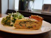 昼下りからの時間を楽しむ時計のないカフェバー「Cafe huit(カフェユイット)」@越谷