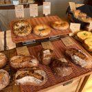 【上三川】木のぬくもりを感じる店内に絶品のパンが並ぶ「KITEN.」