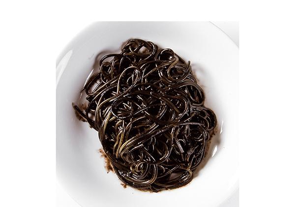 イカスミ パスタ 俯瞰  Pasta squid ink