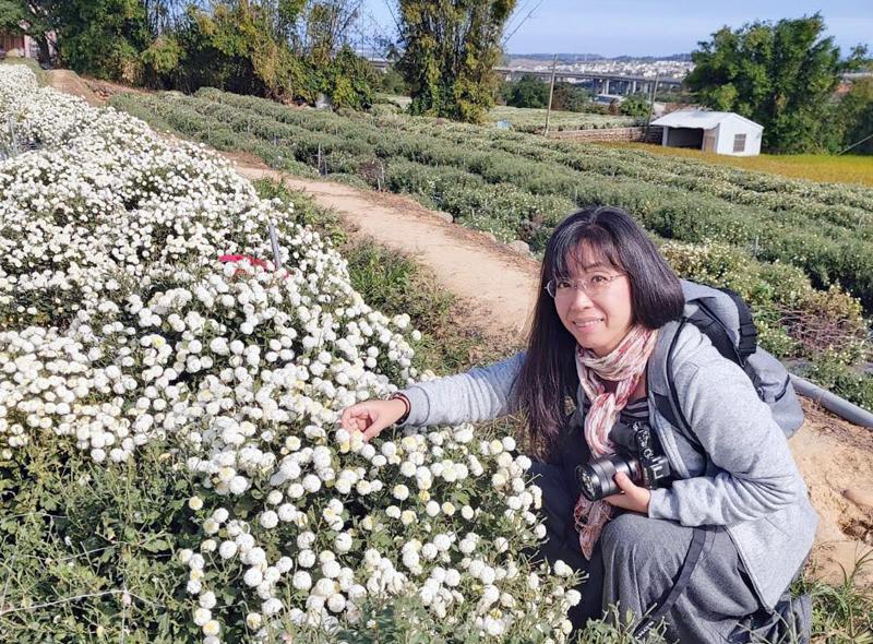 杭菊畑で記念写真する私