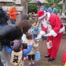動物たちにクリスマスならではのエサをあげられる!