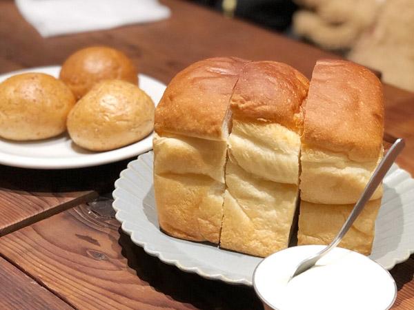 池袋のカフェで食べた絶品ふわふわ食パン!をご紹介します