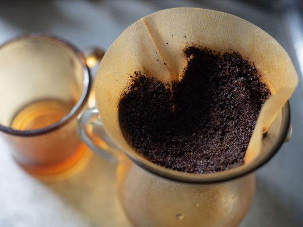 """え、食べられるの!? 消臭だけじゃない!主婦が実際に試して選んだ""""本当に使える""""コーヒーかすの活用法はコレ!"""